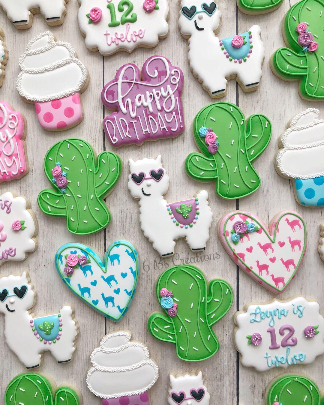 12 Llama cookies