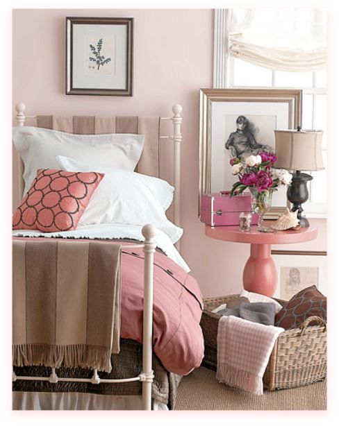 Love The Round Peachy Pink Table Rosa Zimmer