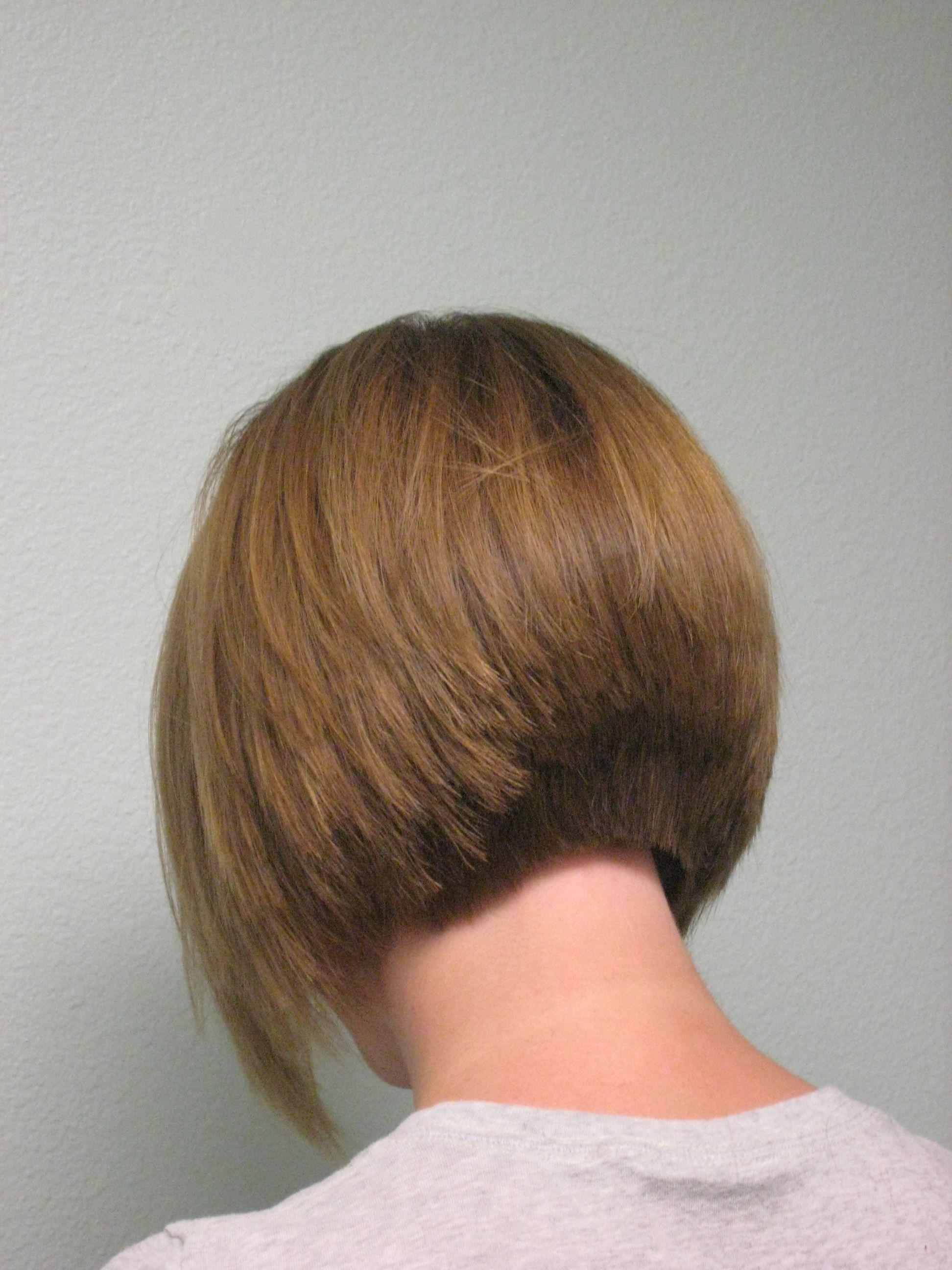 Carré plongeant nuque dégradée | Passion Carré | Hair styles, Hair, Hair hacks