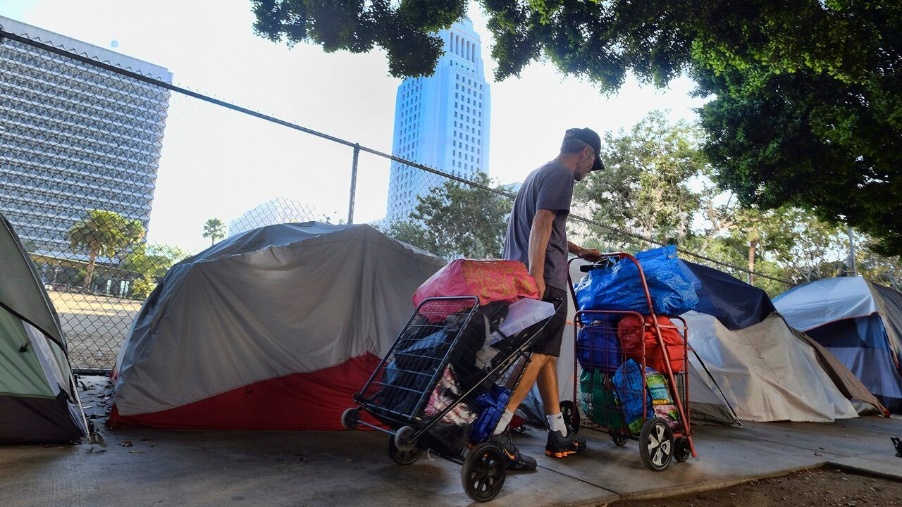 Supreme Court Refuses To Hear Challenge To Ruling That Allows Homeless To Sleep On Sidewalks In 2020 Homeless Health And Safety Public Park