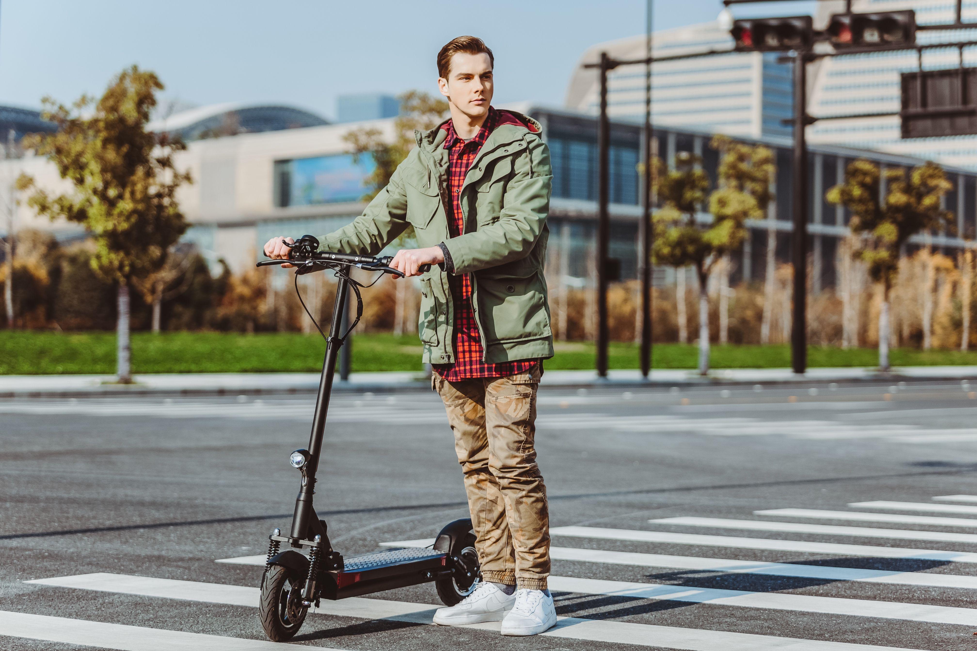 El modelo nuevo de Joyor - patinete eléctrico Joyor Y5S  Un