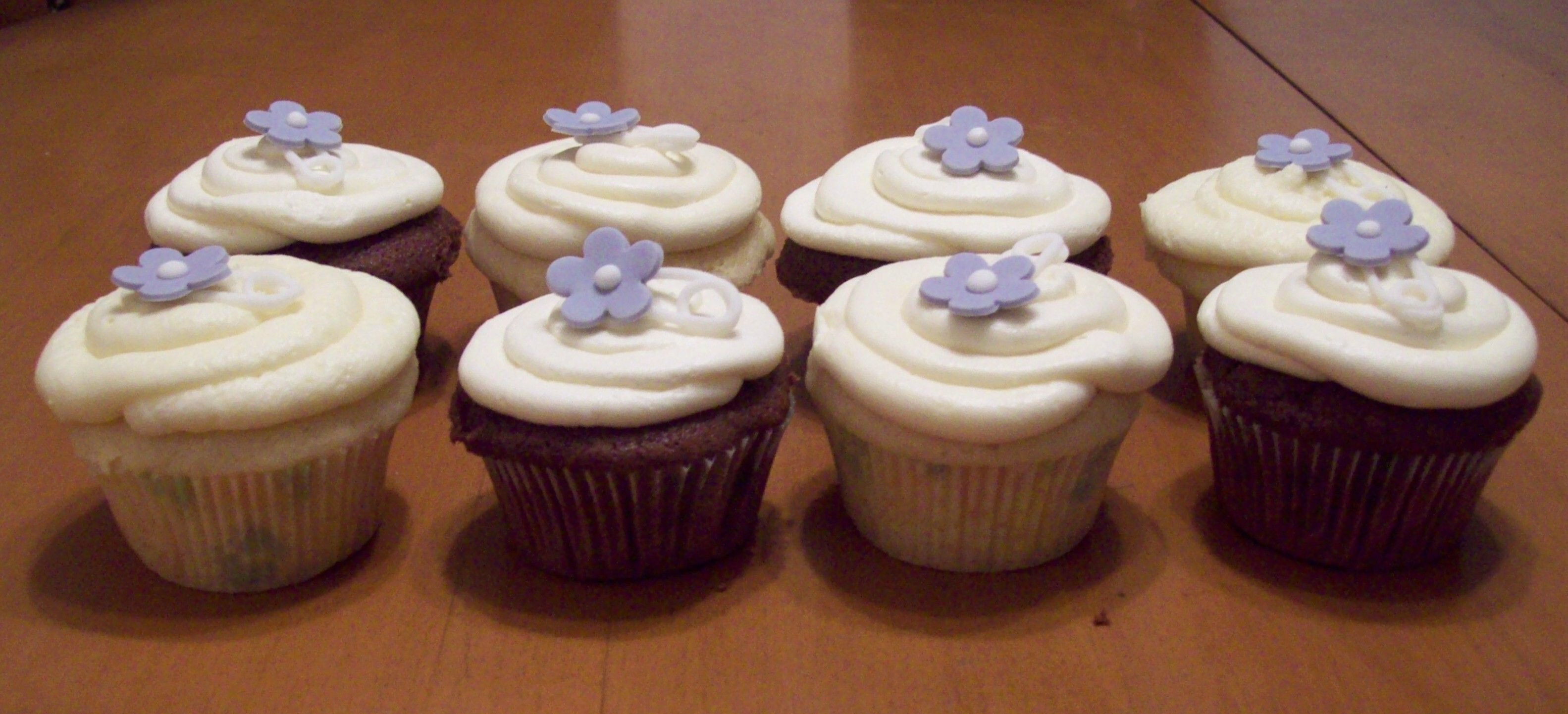Vanilla and Chocolate cupcakes with Fondant Diaper Pins.