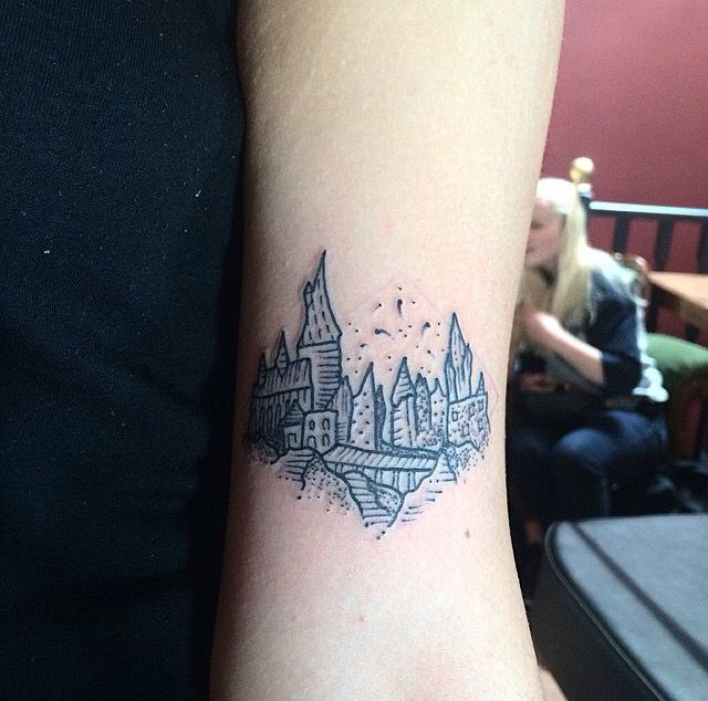 small black and white hogwarts tattoo done by timothy von senden melbourne instagram. Black Bedroom Furniture Sets. Home Design Ideas