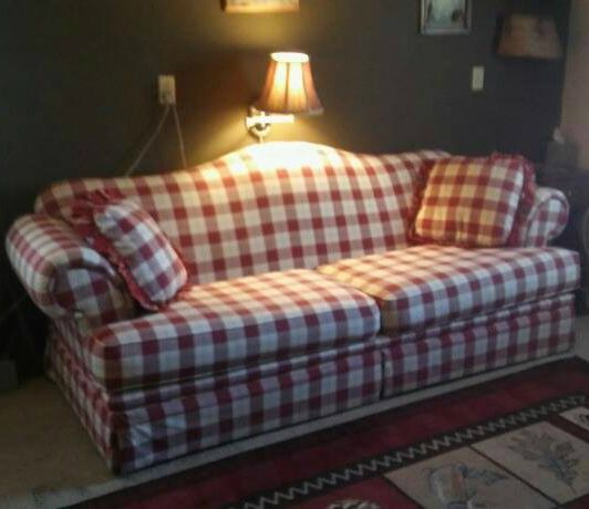 Love The Red U0026 White Plaid Sofa!