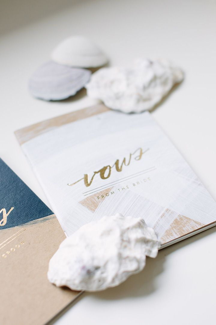 Wedding vows books | fabmood.com #weddingvows