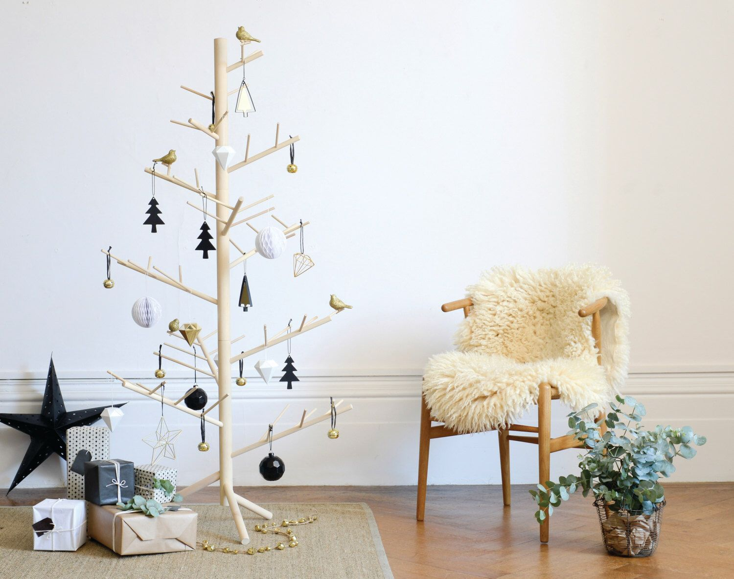 Contemporary Christmas Trees Uk.Branch Contemporary Wooden Christmas Tree Christmas