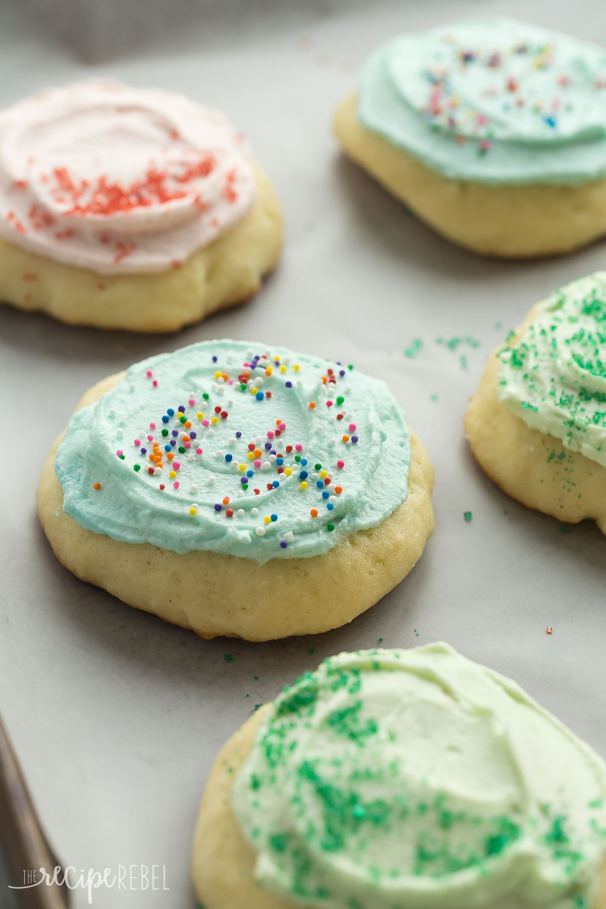 These Sour Cream Sugar Cookies Are Soft And Fluffy With Just The Right Amount Of Sweetn Sour Cream Sugar Cookies Fluffy Sugar Cookies Recipe Sour Cream Cookies