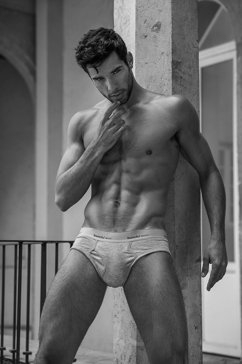18+ hot pics of dudes with great bulges and vpl (visible penis line