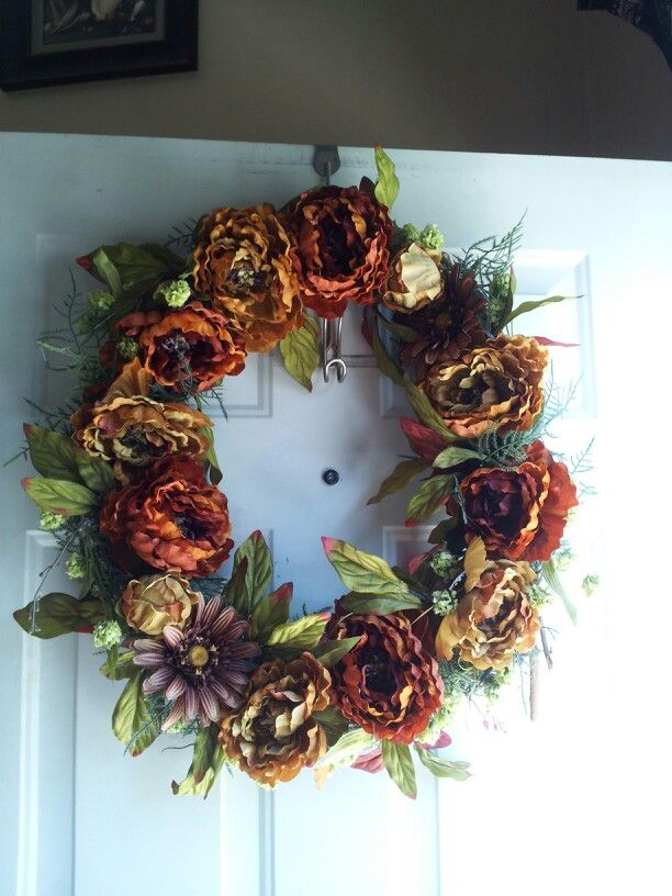 Easy to make and inexpensive . Di wood wreath and 50% off flowers and wala