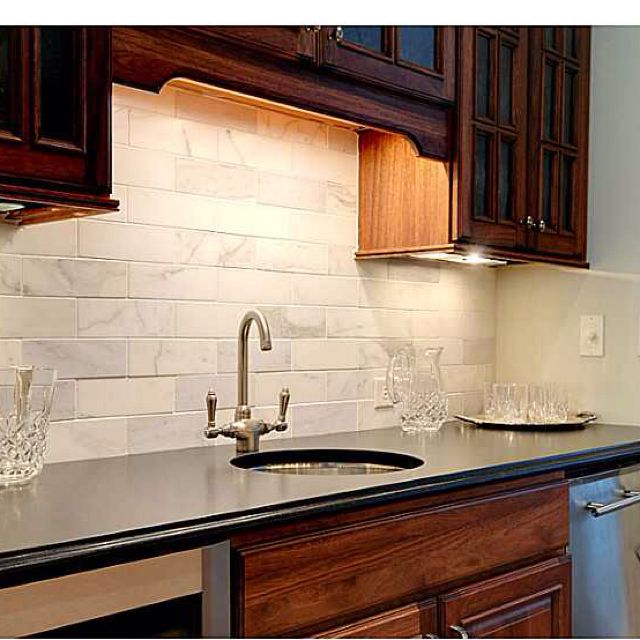 Kücheneckschränke The Subway Tile Shaped Stone Backsplash | Modern