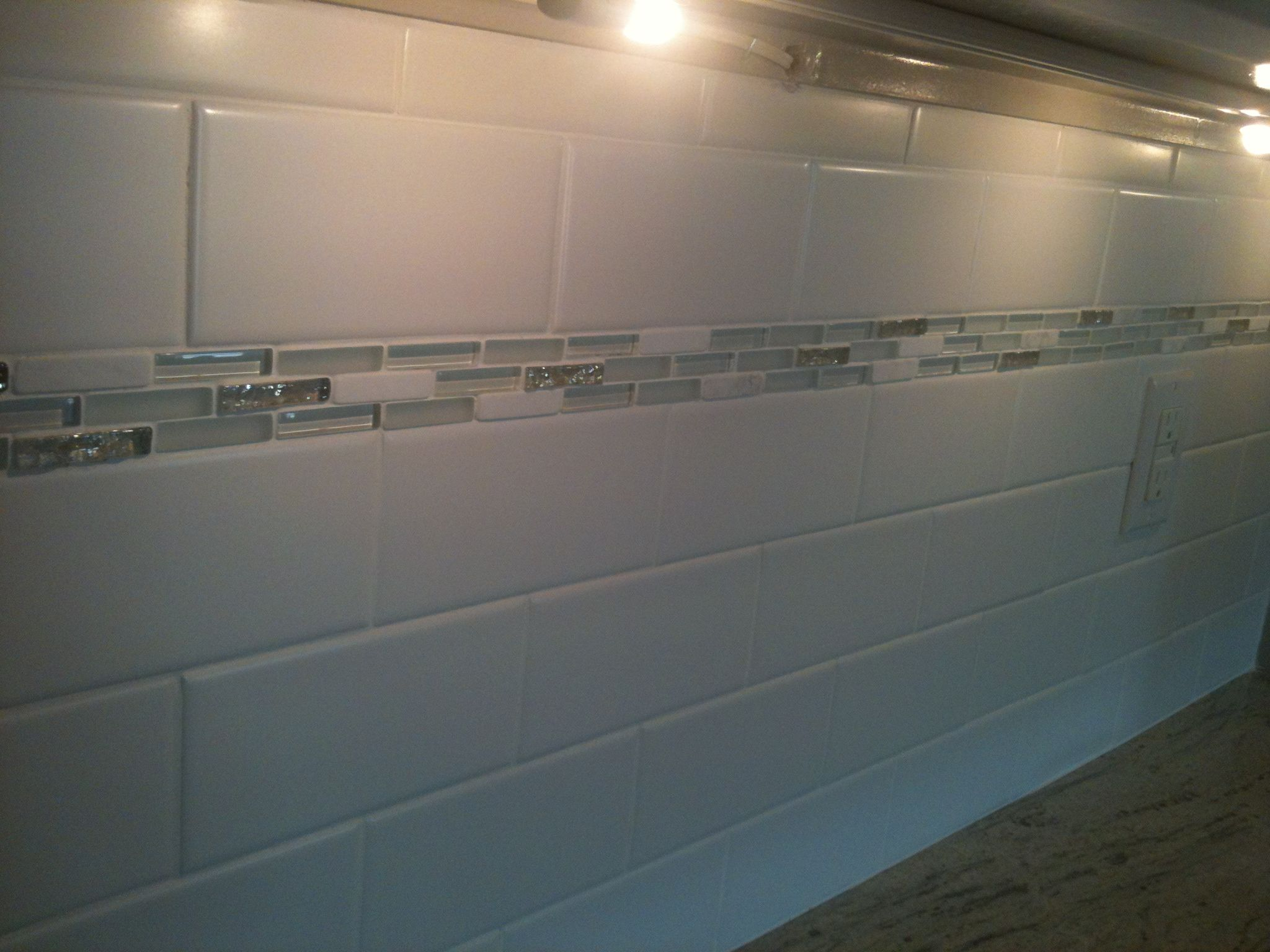 Subway Style Ceramic and Glazzio Glass Tile.