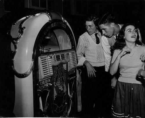 Jukebox images in the1950s | life during the 1950s centered around the jukebox. Except the jukebox ...