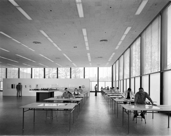 Mies van der rohe crown hall an extremely versatile for Architecte desl definition