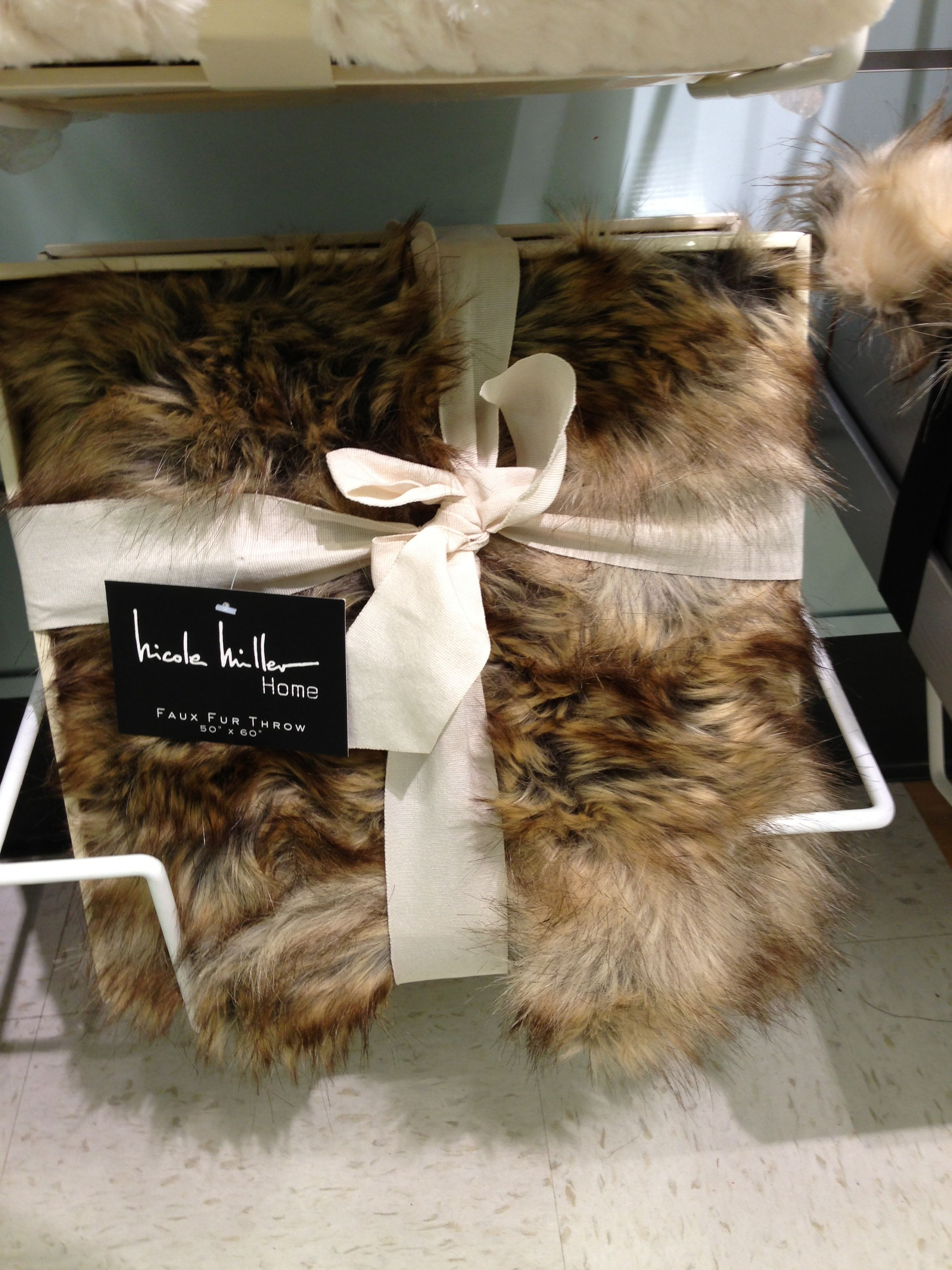 Sofa Mart Coyote Faux Fur Thermal Throw x