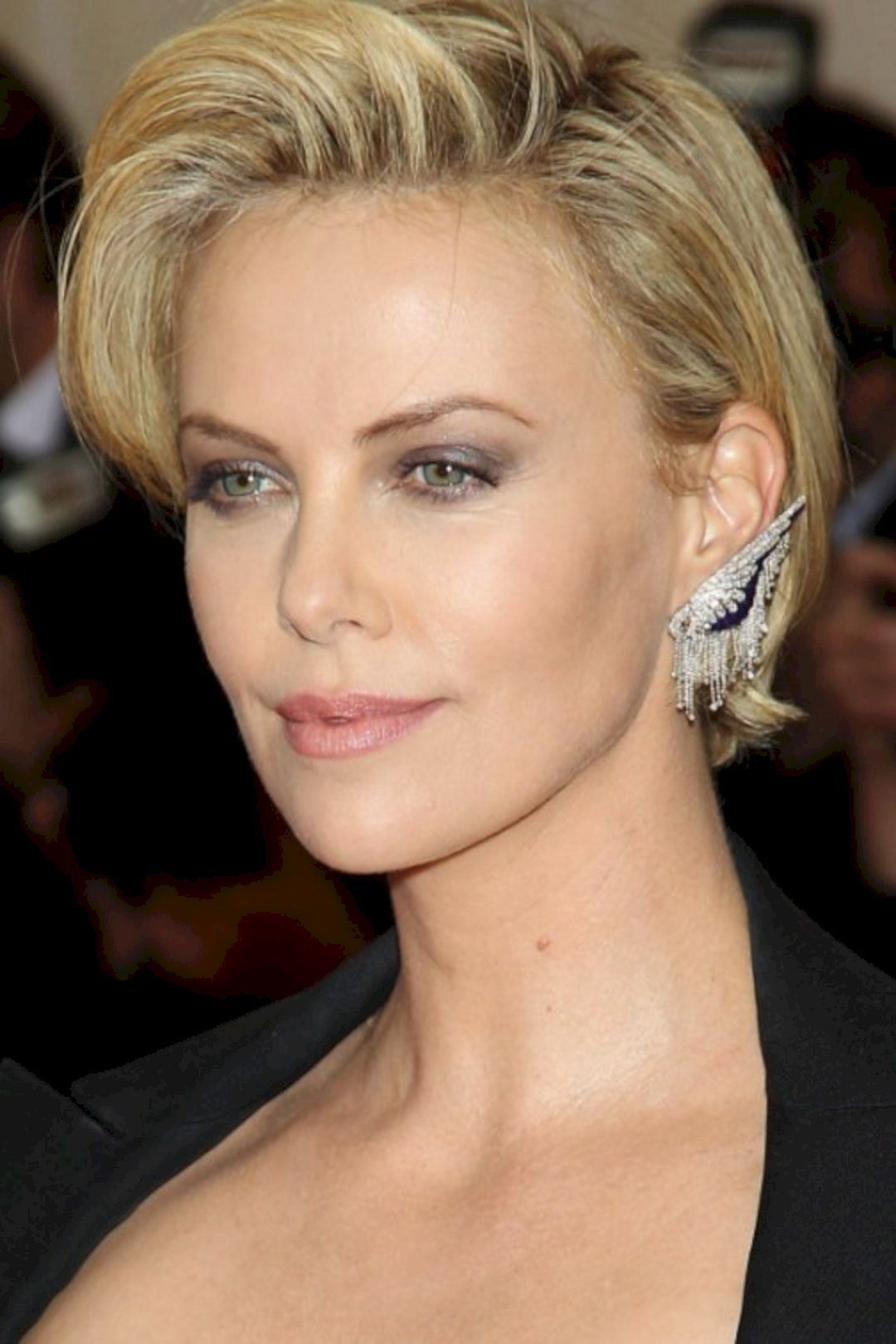 Lovely 12+ Charlize Theron Short Hairstyle Ideas https://www