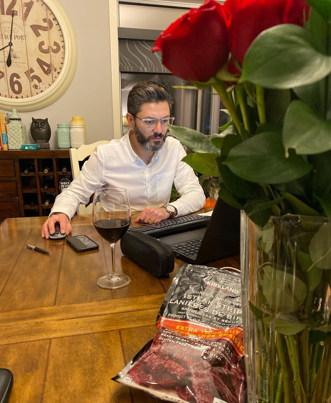 He might be working from home this evening... 𝗯𝘂𝘁 he did bring me roses and beef jerky! ⁣ ⁣ He sure knows the way to this girls heart! ❤️⁣ @fernandezlaurence ⁣ ⁣ #working #insurance #realtorlife #beefjerky #rose #flowers #heknowsthewaytomyheart #workingfromhome #realtor #oakbank #manitoba