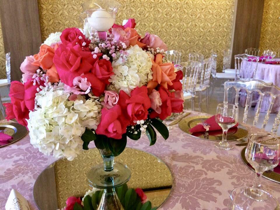 Arranjo De Flores Em Taca De Vidro Mesa Dos Convidados Noiva