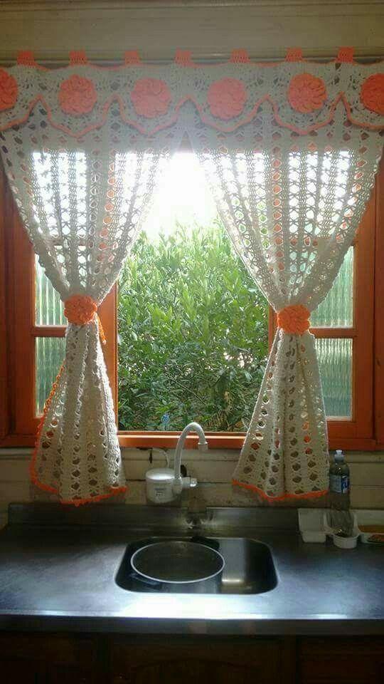 Curso Gratis Aprende Hacer Cortinas De Crochet Con Patrones Paso A Paso Para Principiantes Crochet Curtains Crochet Curtain Pattern Vintage Kitchen Curtains