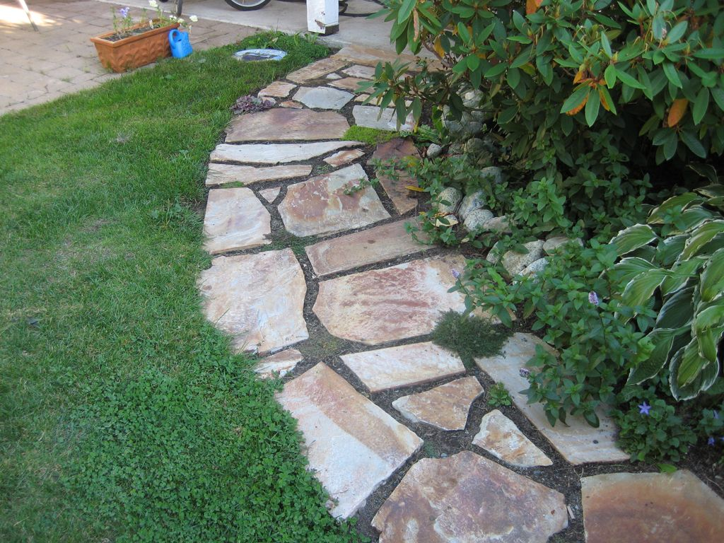 Flagstone walkway designs flagstone walkway 1024x768 for Landscaping ideas stone path