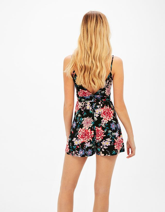 Short printed jumpsuit with thin straps - Bershka #short #floral #jumpsuit #woman #bershka
