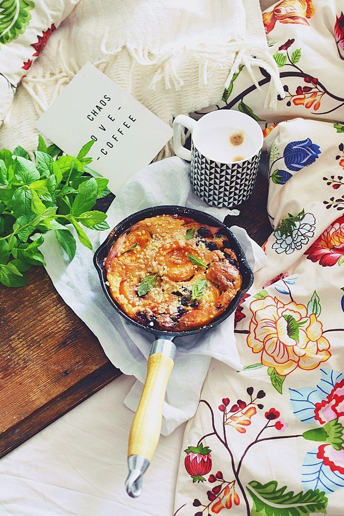 Smaki Alzacji śniadanie Do łóżka I Słodki Omlet Z Morelami