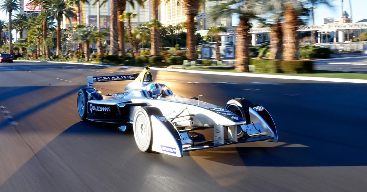 Aktuell! Faszination Formel E - In der Formel E dürfen Facebook-Fans beim Rennen mitentscheiden - http://ift.tt/2j61zNA #nachricht