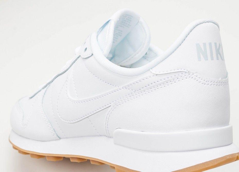 quality design 14a75 4f3dc Nike Wmns Internationalist (White  White - White - Gum Light Brown)