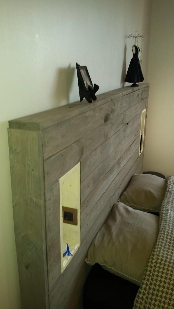 my pallet headboard with lights electric outlet. Black Bedroom Furniture Sets. Home Design Ideas