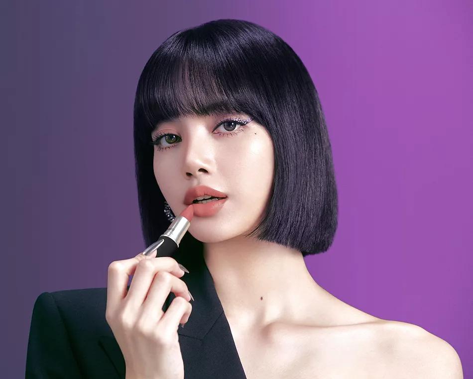 Blackpink S Lisa Is Mac S Newest Ambassador See An Exclusive Bts Look At Her K Pop Ready Glam Beauty Job Beauty Blackpink Lisa