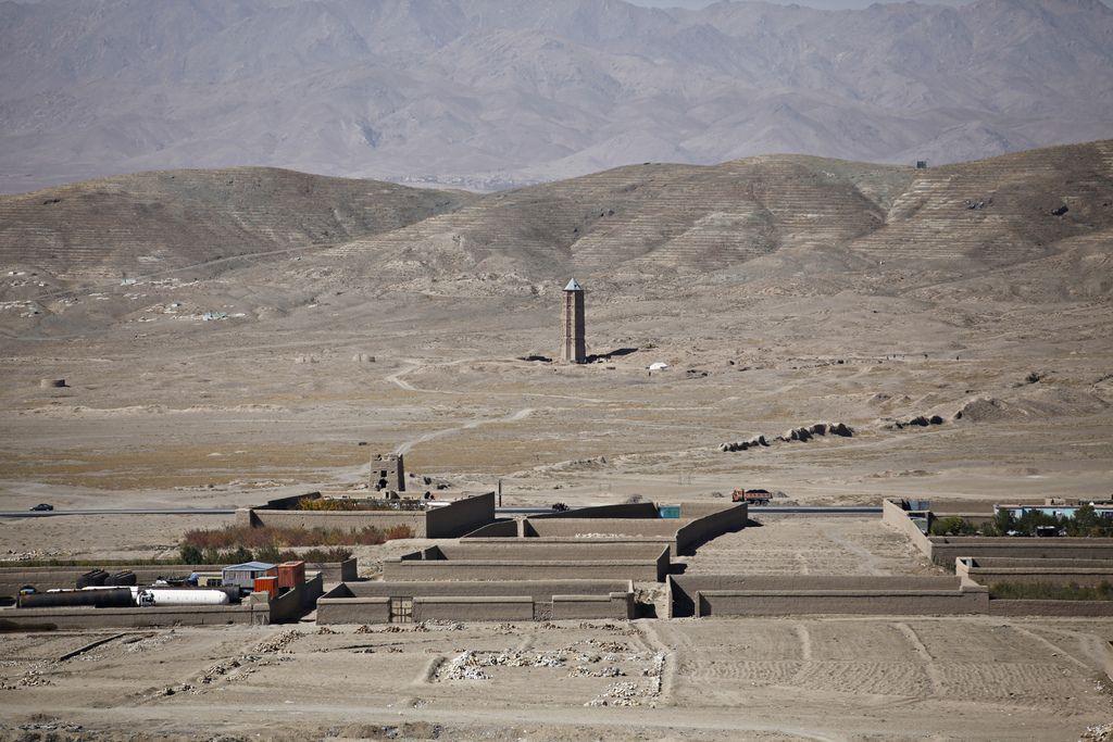 Torres de Ghazni | TECTÓNICAblog  Las torres de Ghazni en Afganistán son dos minaretes último testimonio del imperio gaznávida e hitos de gran valor simbólico en la antigua ruta de la seda. Las torres están construidas con ladrillo de barro cocido y decoradas con terracotta.  Las torres tienen una altura de 20m aunque en su tiempo fueron mayores. Parte de estas torres fueron derribadas por un terremoto en 1902. Su estructura sin emabrgo es compacta y parece resistir bien el paso del tiempo a…