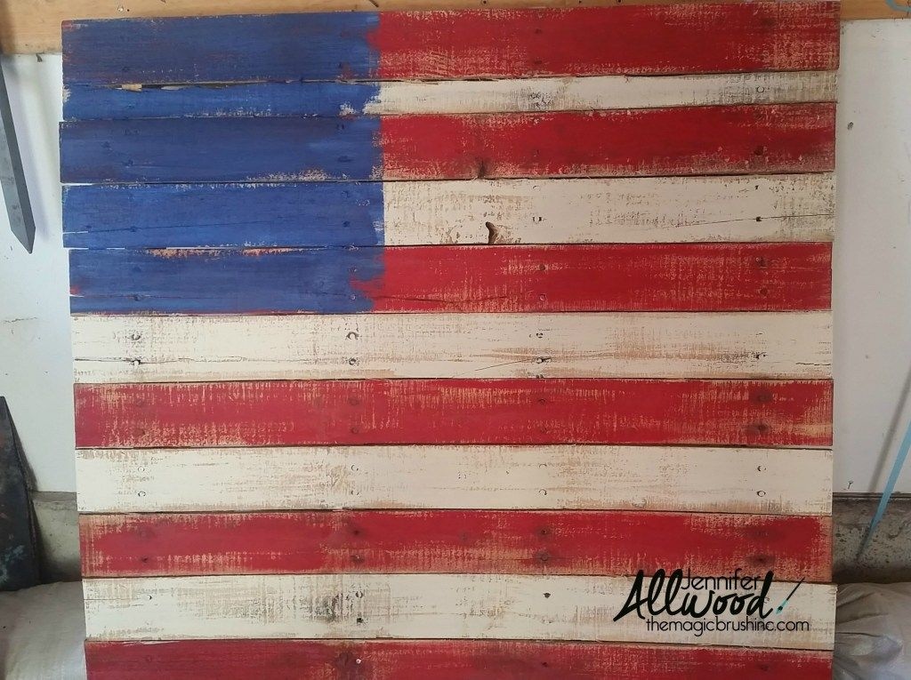 How to make a Patriotic Pallet Flag is part of Pallet flag, American flag pallet, American flag painting, Flag painting, Flag, Pallet painting - It's easy to paint a pallet flag for July 4, Memorial Day and Flag day  I have some fun ways to add stars and tips for building and painting your pallet