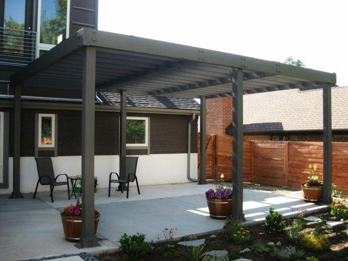 pergola-moderne-noire-adossée-à-une-maison-style-simple-et-élégant
