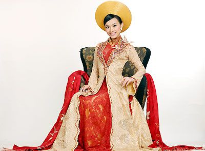 Traditional oriental bridal gowns | Ao dai, Weddings and ...