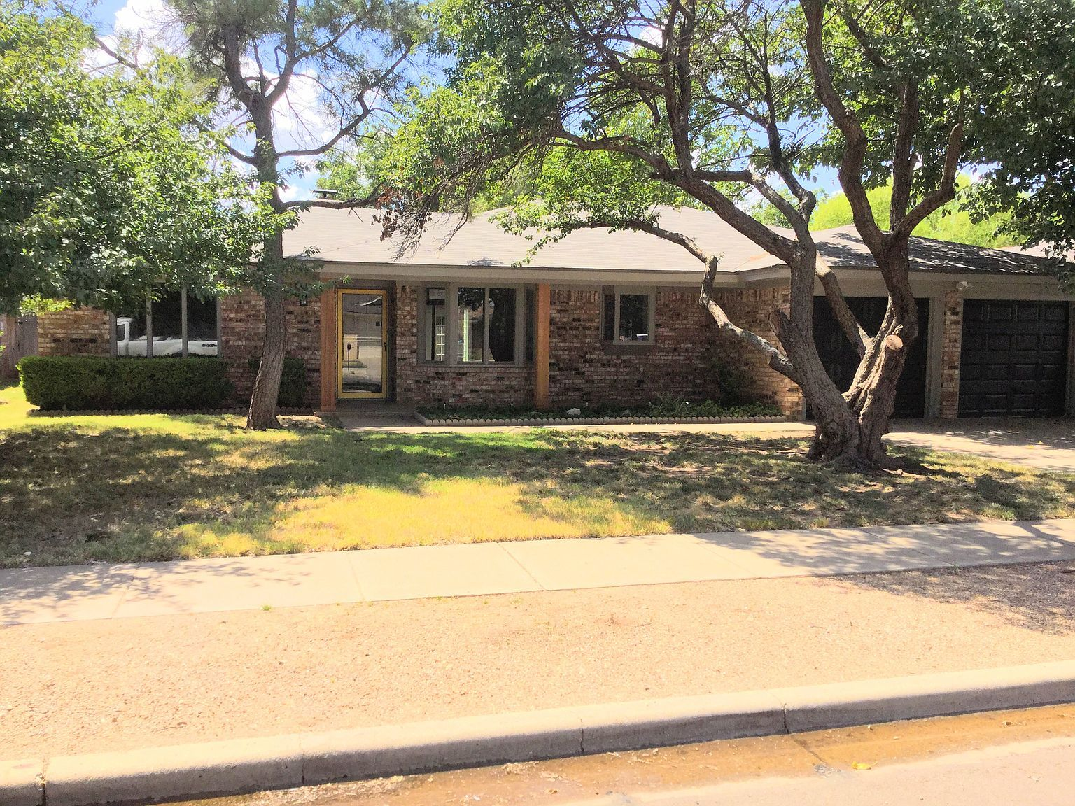Zillow Has 530 Homes For Sale In Lubbock Tx Matching View Listing Photos Review Sales History And Use Our Detailed Real Estate Fi In 2020 Lubbock Zillow Real Estate