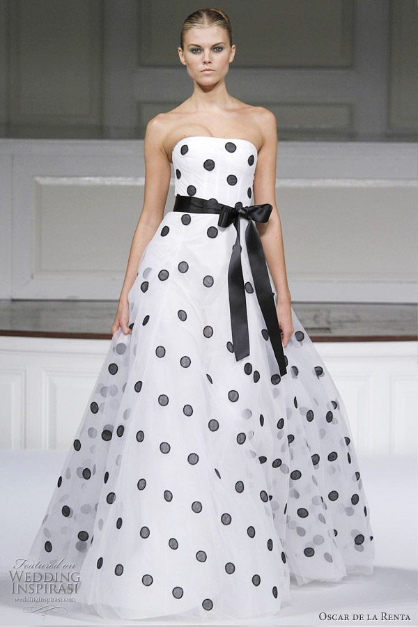 Oscar de la Renta black polka dot ivory silk tulle embroidered gown ...