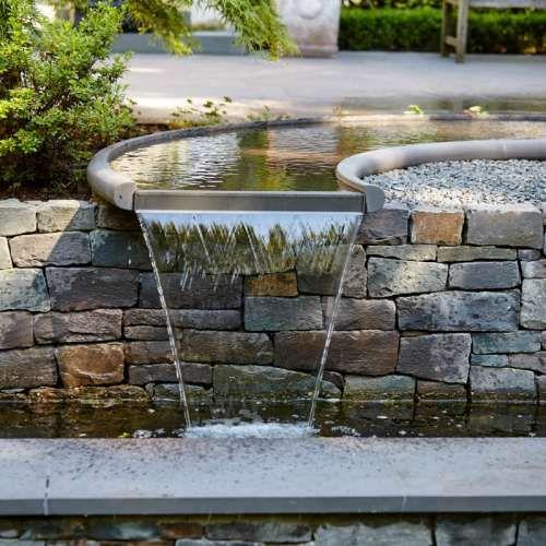 Individuell Geplantes Wasserspiel Sonderanfertigung Aus Naturstein  Grauwacke Der Firma Quirrenbach, Klassischer Garten Stil, Mit