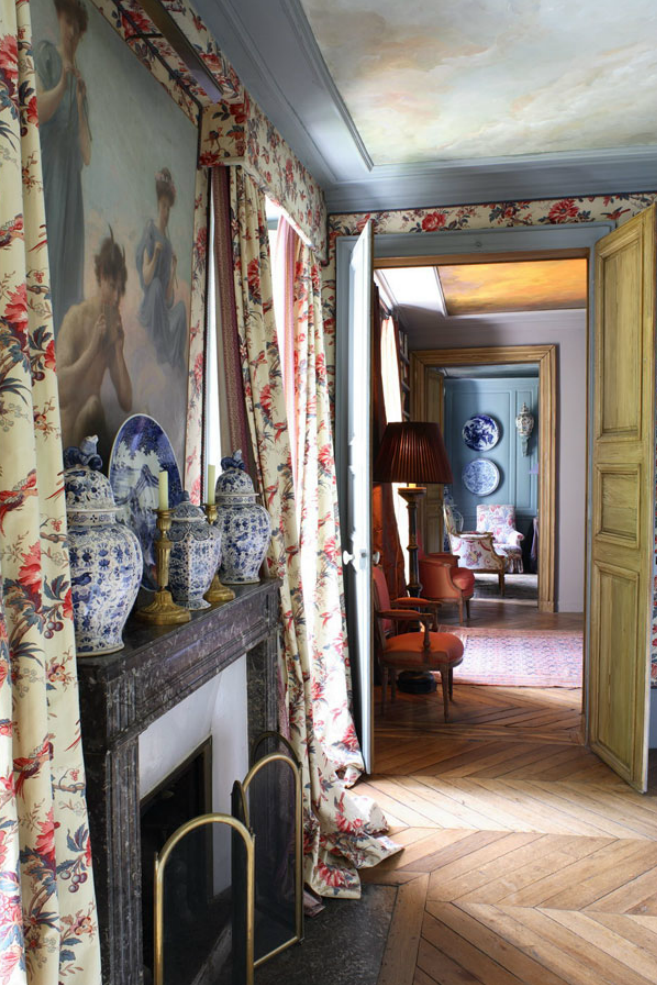 Keltainen talo rannalla: Ranskalaista tyyliä ja tunnelmaa
