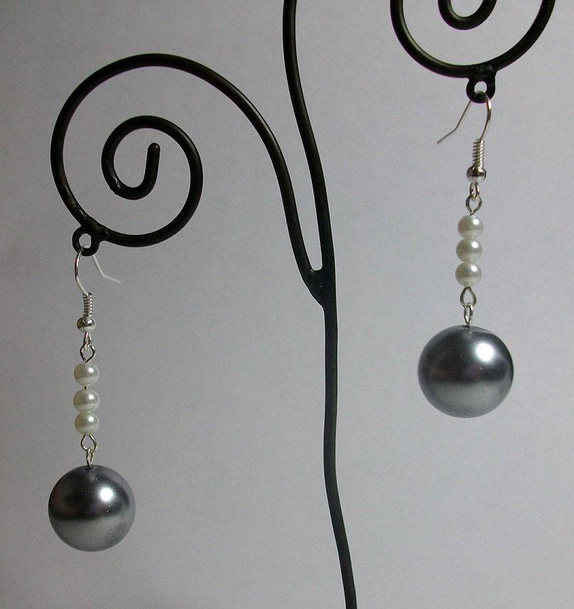 Winter Pearls Beaded Earrings - $7.00 #jewelry #earrings #beadwork