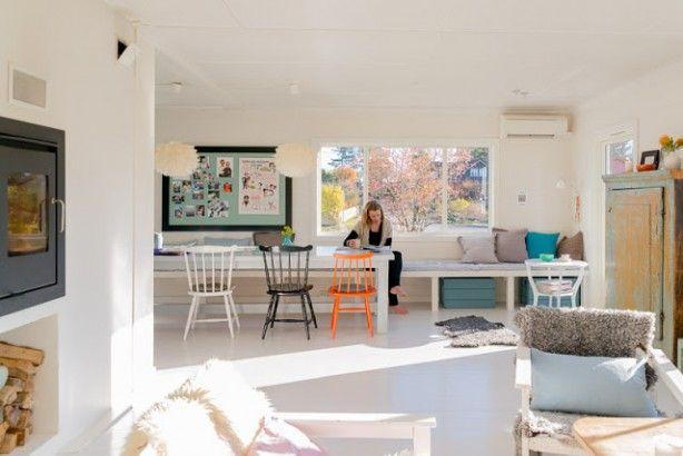 Mooi die grote vaste bank langs de muur! Woonkamer Pinterest - küche mit esszimmer