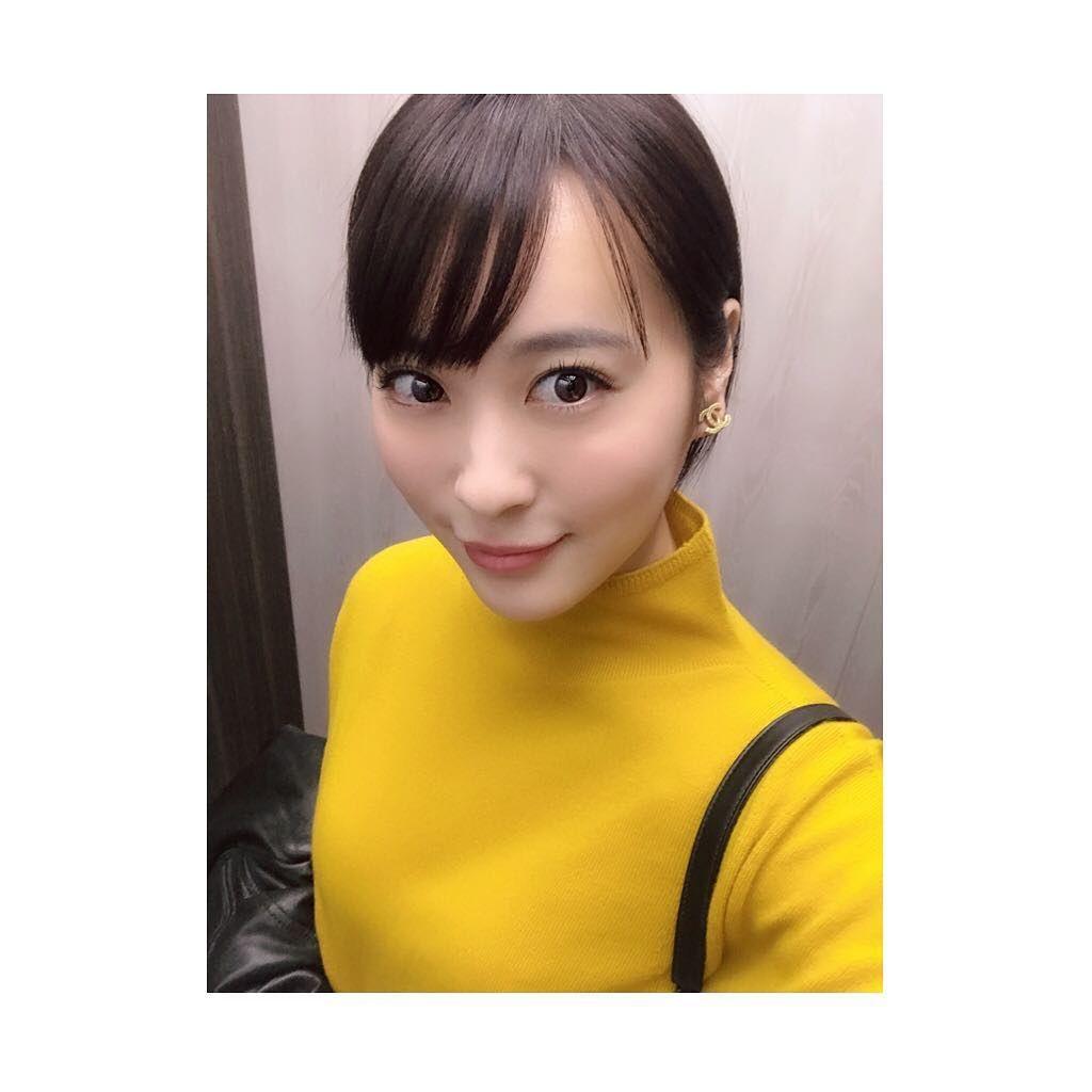 北乃きい On Instagram 実は 黄色い服この一着しか持っていないのです 私服 Chanel ここのお店のお洋服好き パンツはモスグリーン Unitedtokyo Work Vintage 洋服 服 実は