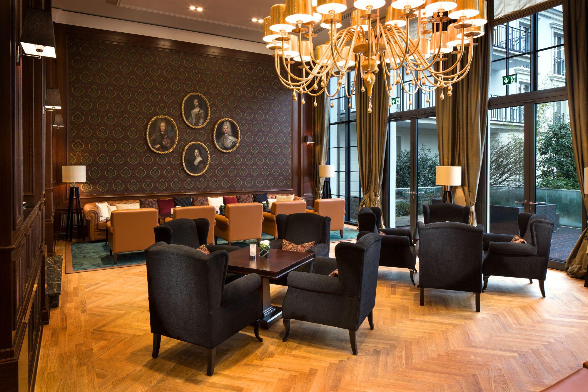 Kempinski Hotel Frankfurt: Der Wintergarten lädt dazu ein, in ...