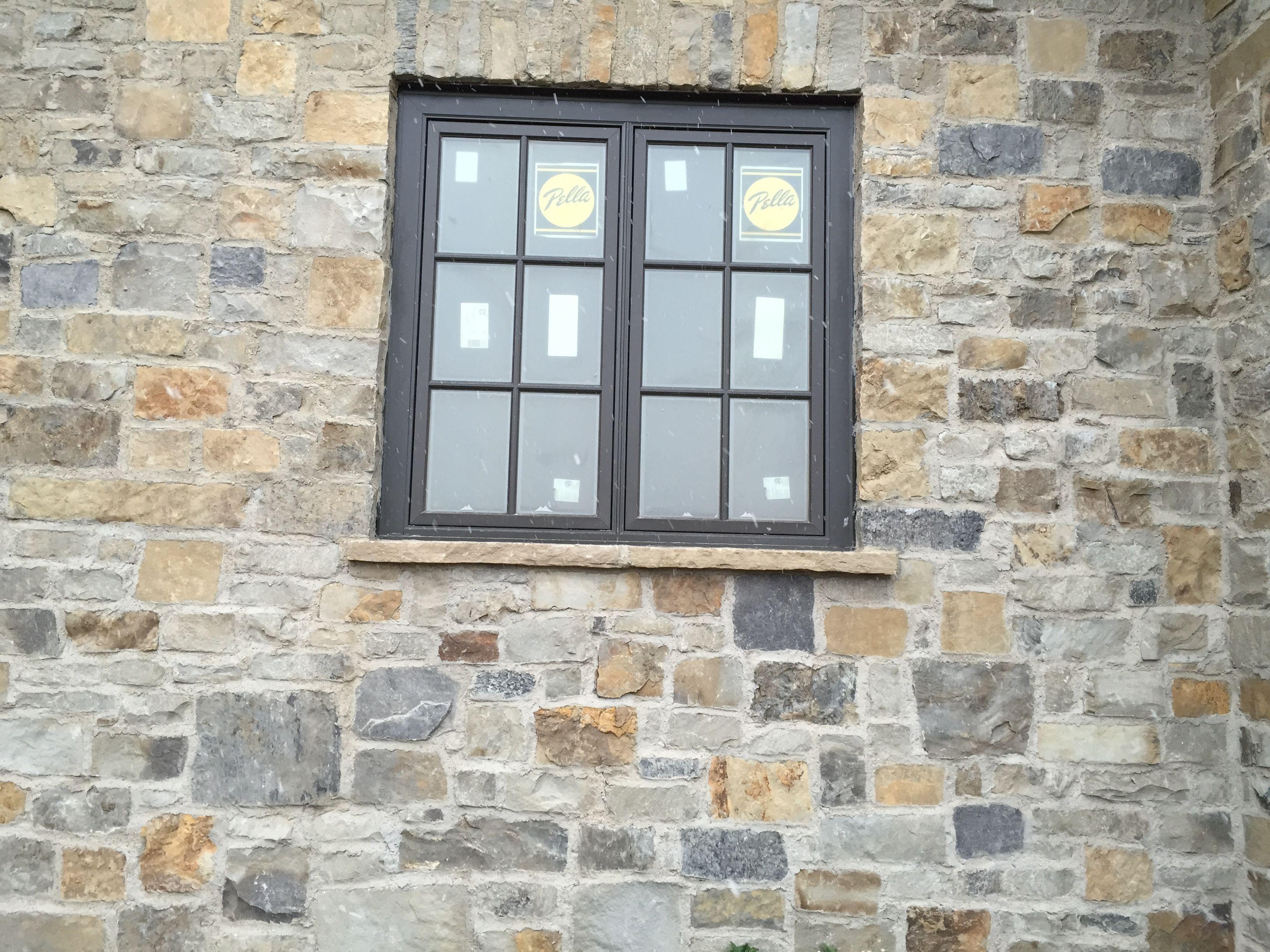 Brick and stone stone veneer stone wall