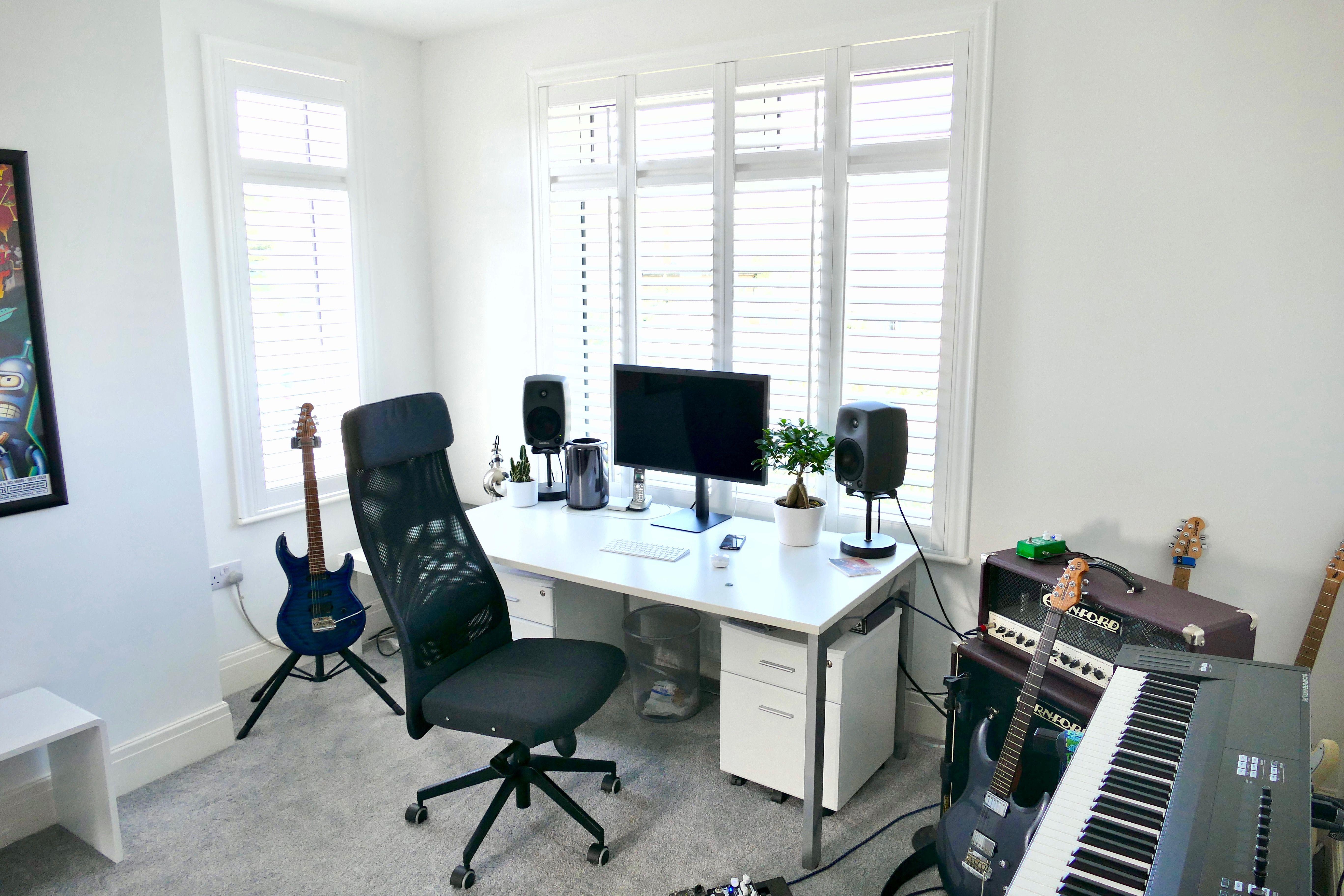 home studio white shutters Thomas Sanderson Apple Mac Pro genelec ...