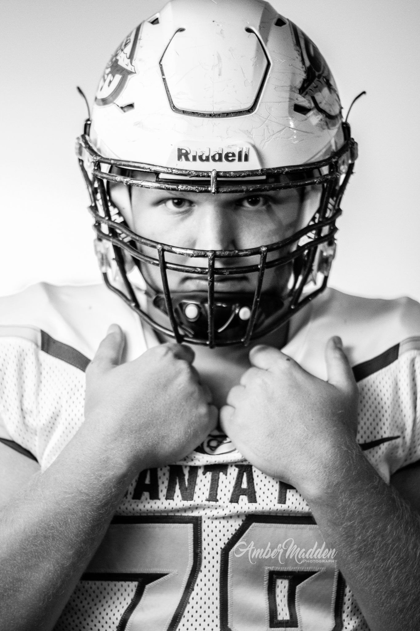 Football Senior Photos 🏈 #AmberMaddenPhotography www ...