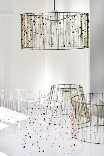 lampenschirm f r stehlampe selber machen mit ketten und perlen verziert lampen mensa. Black Bedroom Furniture Sets. Home Design Ideas