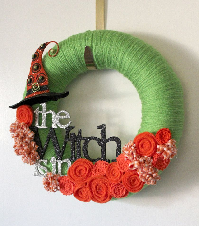 I love yarn wreaths and this one is so cute! Yarn Wreaths - Wizard Of Oz Halloween Decorations
