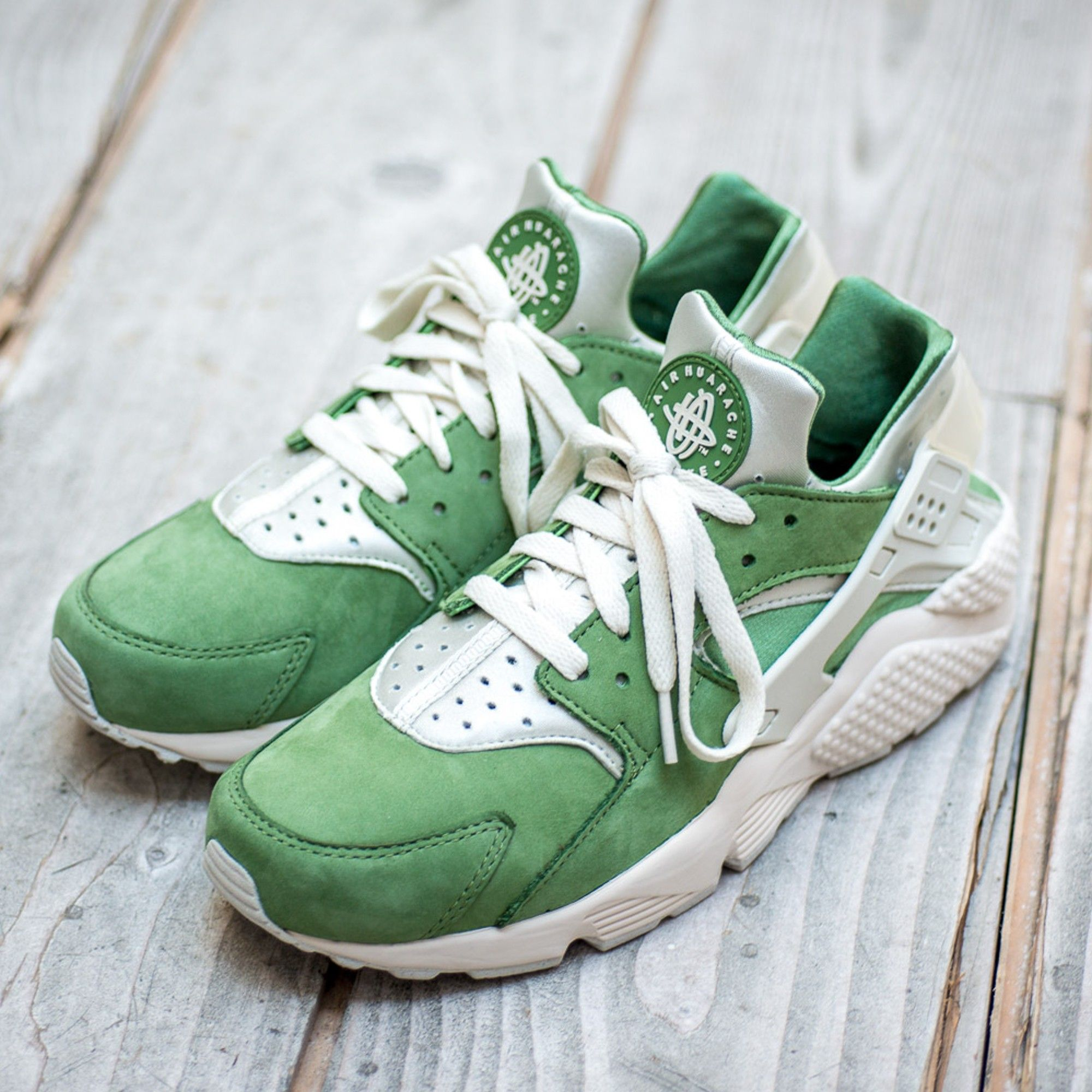 NIKE AIR HUARACHE PRM LOW QS TREE LIME GREEN BAMBOO SUEDE 704830 300