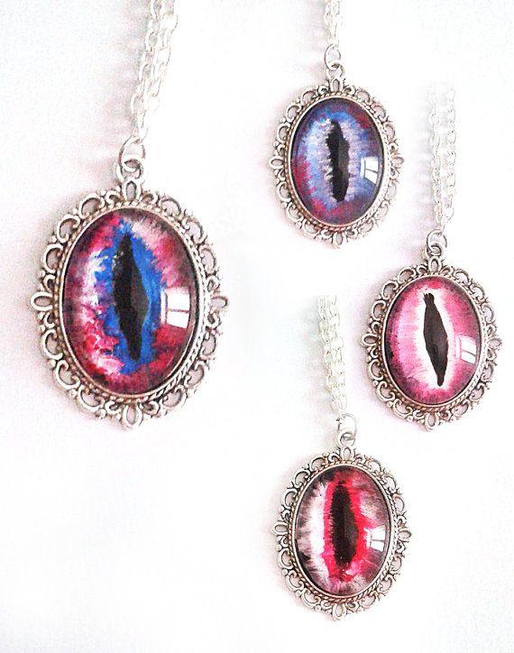 Occhio drago collana cabochon viola rosa scuro atto fantasy mistico magia poteri spirituale vetro tondo fantasia cosplay maghi elfi