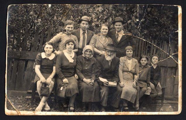 Szaszregen Romania The Cahana Family 1930 S Belongs To Collection Yad Vashem Photo Archive Young Frankenstein Photo Archive Photo