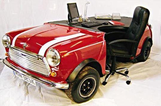 Table de bureau en forme de voiture objets insolites